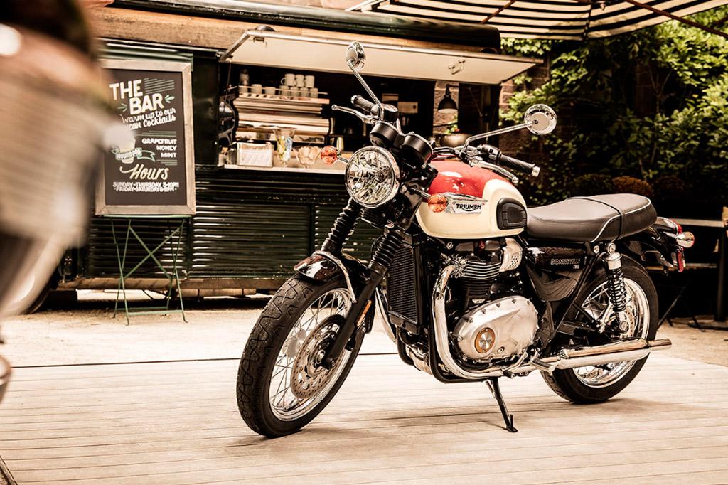 Bonneville T100 Black Triumph